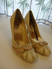 """The LOOK Randolph Duke 4"""" Heel Womens Shoes Size 8M Bone with gold NEW"""