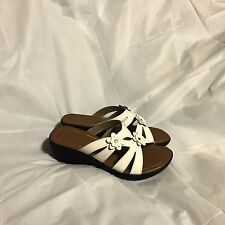 """Bonita Sandals Size 6 White New Without Tags 2 1/2"""" heel Great for Wedding Shoes"""