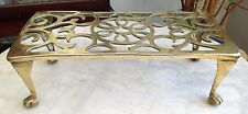 LARGE HEAVY ANTIQUE SOLID BRASS KETTLE PAN FIRESIDE STAND TRIVET LION CLAW FEET