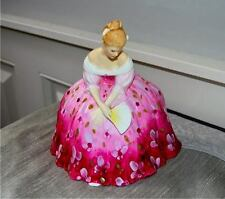 VINTAGE 1977 Beautiful  Royal Doulton & Co figurine made in England - VICTORIA