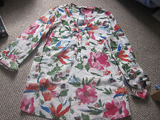 BLOUSE SIZE 8 M & CO NEW WITH TAG PRETTY FLORAL COTTON V NECK WITH 4 BUTTON