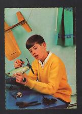 ENFANT MAQUETTISTE / Construction d'une MAQUETTE D'AVION Période 1950-1960