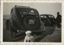 PHOTO ANCIENNE - VINTAGE SNAPSHOT - VOITURE AUTOMOBILE ENFANT DRÔLE - CAR CHILD