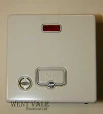 MK Aspect K24978 WHI W 13a Un-switched Fused Spur with Flex Outlet & Neon New