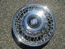 one 1988 to 1991 Buick Regal 14 inch locking wire spoke hubcap