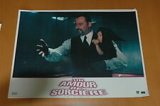 JEAN RENO UN AMOUR DE SORCIERE 1997 2 PHOTOS D'EXPLOITATION PRESTIGE LOT