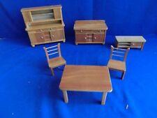 F8488) alt Puppenstube Möbel Wohnzimmer Schrank mit Aufsatz  ca. 20,5x7x20 cm