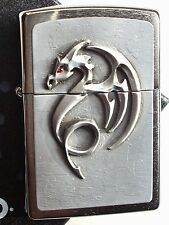 Original ZIPPO Feuerzeug Red Eyed Dragon Emblem Neu & OVP