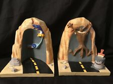 RARE Looney Tunes Wile E Coyote & Roadrunner Resin Bookends Cartoon Vintage