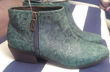 Gorgeous NEW Very Volatile $105 Women's Size 7 Ankle Green Boots