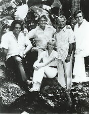 HAWAII 5-0 CAST 8 X 10 PHOTO WITH ULTRA PRO TOPLOADER