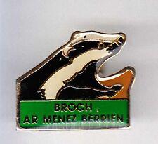 RARE PINS PIN'S .. ANIMAL BLAIREAU BROCH AR MENEZ BERRIEN 29 ~A4