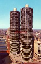 MARINA CITY, CHICAGO, IL photo by Larry Dodson