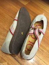 Colorado Flat Shoes White Size 10 Walking Casual Good Condition