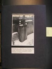 JUDAICA Old b/w picture of a Jewish grave in Lvov. J. Weiss