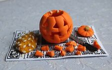 Dolls House Miniature: Halloween Zucca INCISA SU GIORNALE