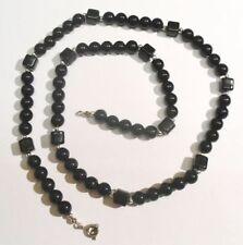 Collier de perles et cube résine noire vernie couleur argent original 4943