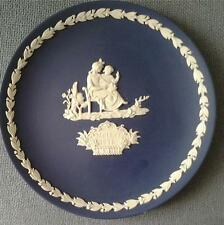 WEDGWOOD MOTHER'S DAY 1975 PLATE PORTLAND BLUE & WHITE JASPERWARE BOXED