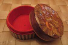 Pilulier ou boîtier bijoux en carton décoré – velours rouge intérieur -