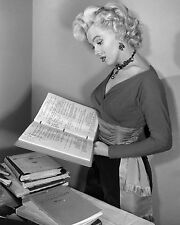 MARILYN MONROE 8X10 PHOTO PICTURE PIC HOT SEXY READING BOOKS CANDID 58