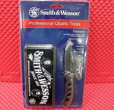 Smith & Wesson Professional Quality Tools Knife with Collectible Tin