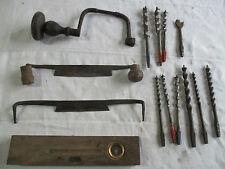 outils a main anciens plane ,niveau, vilebrequin et mèche.