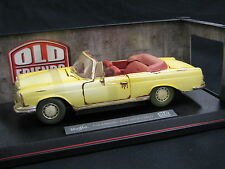 "Maisto Mercedes-Benz 280 SE 1967 1:18 Beige ""Old Friends"" (JS)"