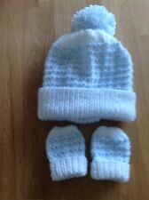 Hand knitted hat & mittens set. To fit 0-3 Months