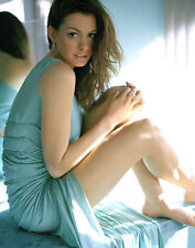 Anne Hathaway Unsigned 8x10 Photo (10)