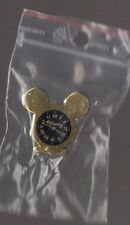 Pin's disney / montre Mickey (signé disney - Arthus Bertrand Paris)