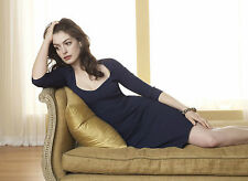Anne Hathaway Unsigned 8x10 Photo (39)