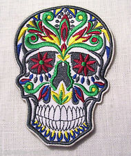 ÉCUSSON PATCH BRODÉ thermocollant - TÊTE de MORT TRIBAL COLORÉ - 7 x 10 cm
