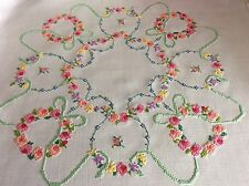 BEAUTIFUL VINTAGE LINEN HAND EMBROIDERED TABLECLOTH ~ PRETTY FLORALS