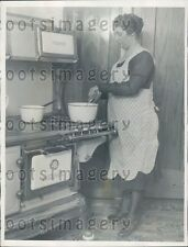 1929 1920s Woman Cooking on Home Comfort Woodburning Cook Stove Press Photo