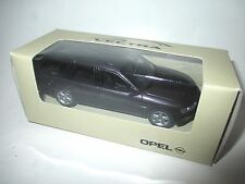 Opel Vectra B Caravan Kombi break violet lila purple metallic Schuco 1:43 DEALER