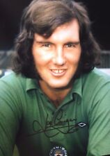 JOE CORRIGAN - MANCHESTER CITY LEGEND - EXCELLENT SIGNED COLOUR PHOTOGRAPH