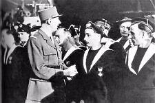 WW2 - Le Général de Gaulle avec des marins des FNFL en Angleterre