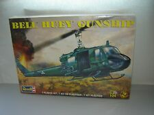 Revell 5633 Bell Huey Gunship 1/24 Sealed