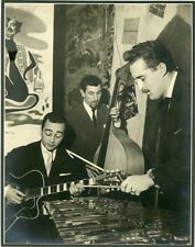 """Michel HAUSSER,Pierre CULLAZ,Pierre SIM au CHAT QUI PÊCHE"" Photo André SAS 1957"