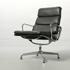Vitra Soft Pad Chair EA 215 von Charles & Ray Eames, 1969 Leder Schwarz Sessel