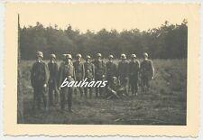 Foto Soldaten Wehrmacht mit Gasmaske  2.WK  (e391)