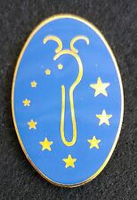 2001 CAST MEMBER DISNEYLAND SPOONS FOOD SERVICE PIN WITH MICKEY HEAD AND STARS