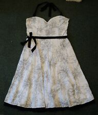 Bay trading dos nu robe blanche. noir fleur broderie. taille 12.