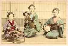 Japon, Geishas jouant de la musique vintage albumen print, Japan, 日本 Tirage al