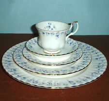 Royal Albert MEMORY LANE 5 Piece Place Setting Blue Floral Design Bone China New