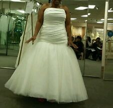 Vera Wang Wedding Dress with belt, Antique Ivory size 18