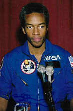 Guion Bluford auto/sign Astronaut Expedition NASA Challenger RARE COA LOOK!
