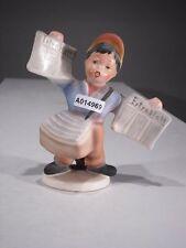 +#A014969 Goebel Archivmuster, Cortendorf Figur, Junge mit Extrablatt Zeitung