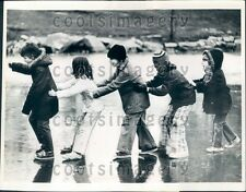 1975 Clayton MO Youngsters Form an Ice Sliding Train Press Photo