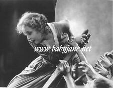004 METROPOLIS BRIGITTE HELM CROWDS HAND CRY FOR HELP PHOTO
